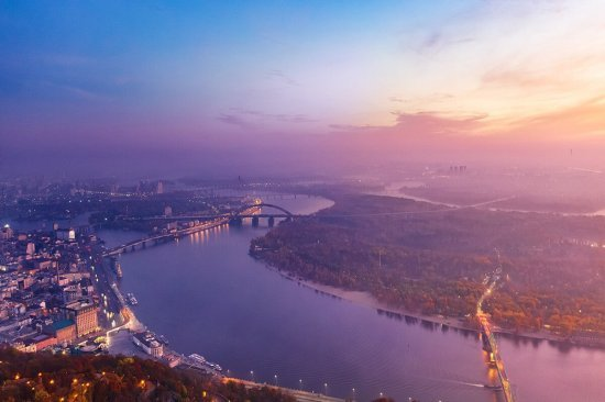 Вечерний полет над Киевом на вертолете R22