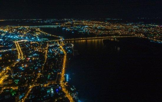 Нічний політ над Дніпром
