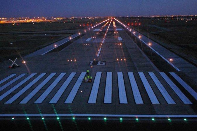 Нічний політ на літаку у Львові