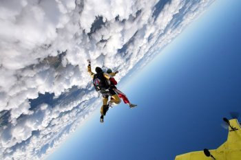 Прыжок с парашютом в тандеме с инструктором Львов