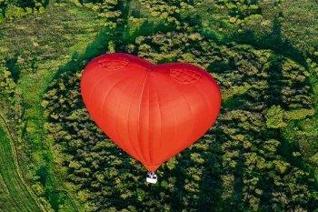Політ на повітряній кулі серце в Дніпрі