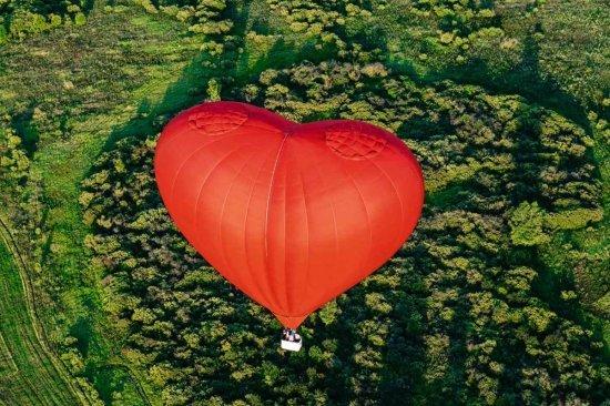 Полет на воздушном шаре сердце в Днепре