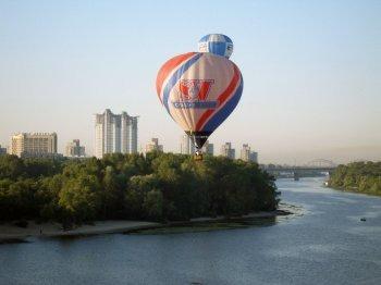 Політ на вертольоті або повітряній кулі над Києвом